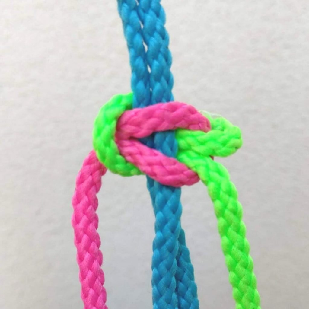 how to tie a flat knot 3